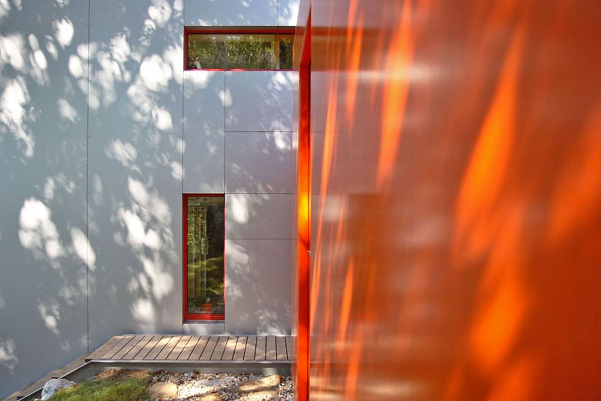 154-06_ATOS_Passivhaus-Aluminium--Nebengebaeude-mit-LKW-Planen-verkleidet