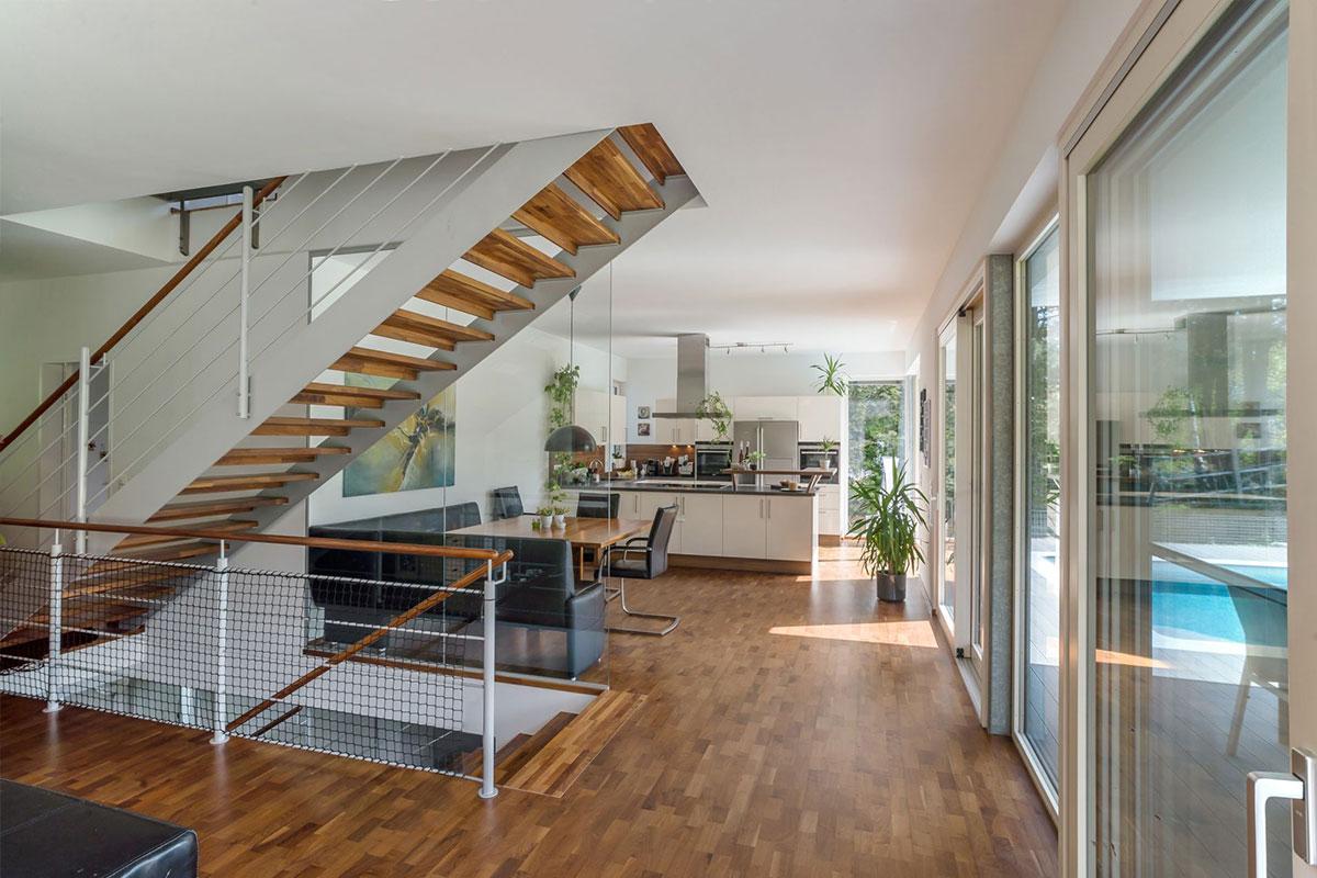 209-15-ATOS-Haus-Hagenbrunn-Die-Südseite-ist-fast-vollständig-verglast
