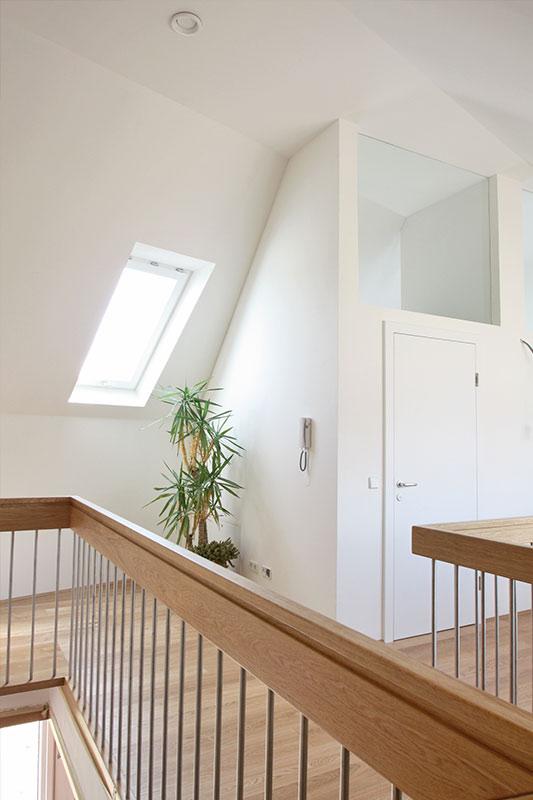 214-07_ATOS_Strohballenpassivhaus-Breitenwaida_-Durchblicke-und-Licht