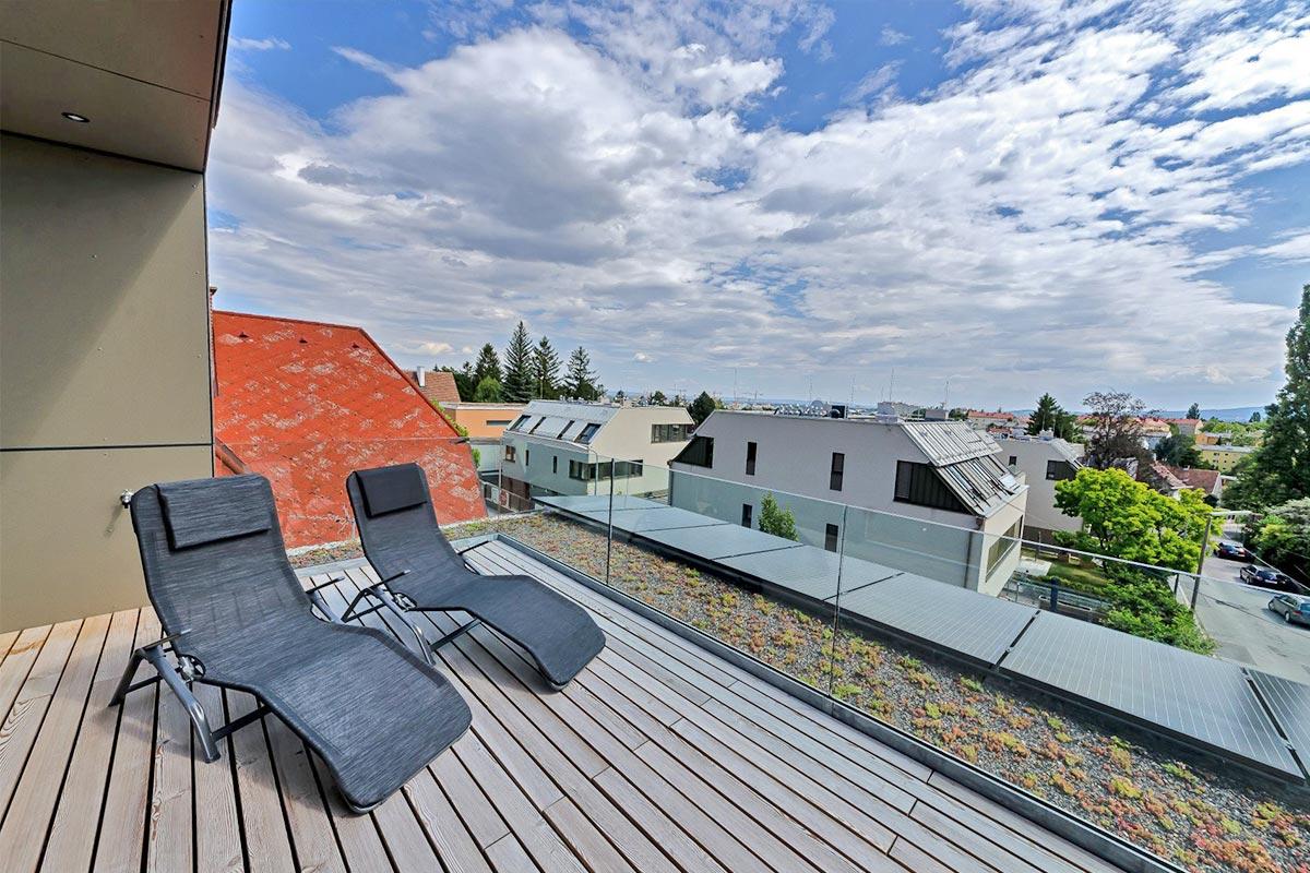 306-12_ATOS_Kleingartenhaus_Smart_Dachterrasse-mit-PV