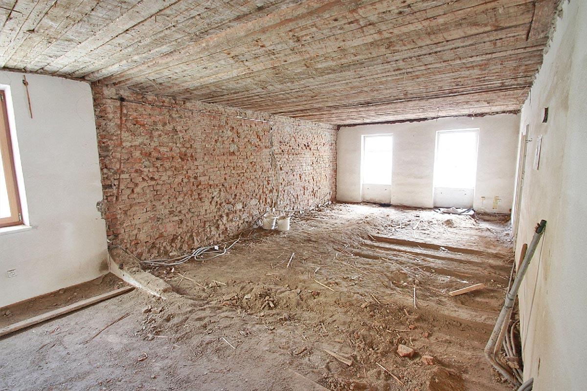 316-15_ATOS_Sanierung-und-Dachgeschossausbau-Waidhofen--Zuerst-muss-mal-vieles-raus